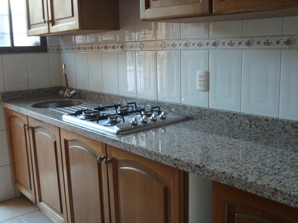 Cubiertas de cocina marmol rain for Material granito para cocina